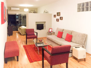 airbnb-or-hotel(c)Megumi Mitani