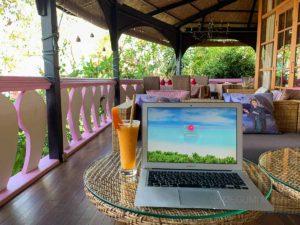 ミャンマーのカフェで