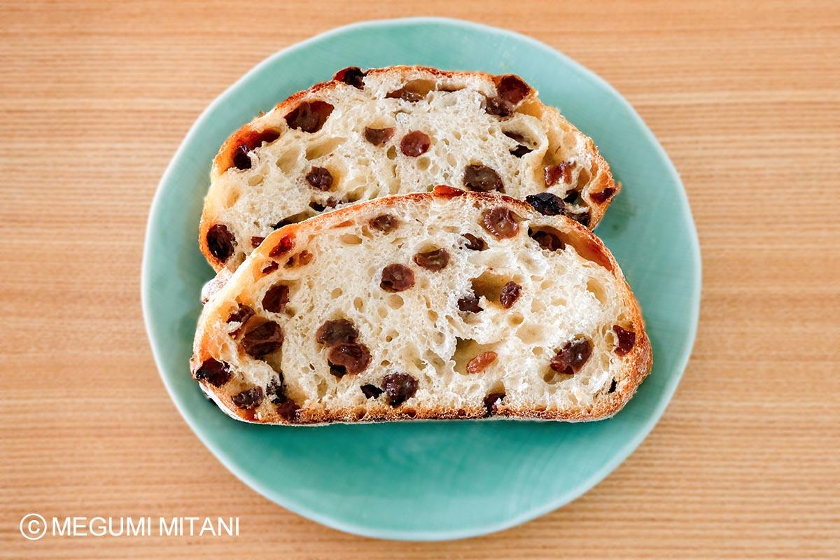 捏ねないレーズン酵母パンの作り方(c)Megumi Mitani
