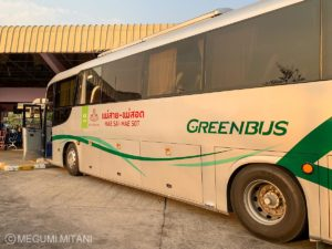 Myanmar-Thailand-border-bus-1(c)Megumi Mitani