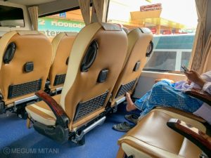 Myanmar-Thailand-border-bus-2(c)Megumi Mitani