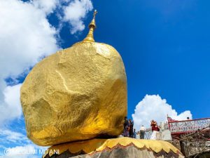 Myanmar-goldenrock-5(c)Megumi Mitani