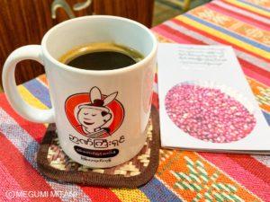 ミャンマーでコーヒーを飲む@Genius(c)Megumi Mitani